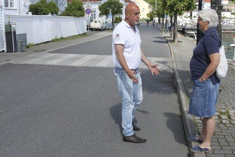 VIL STENGE: Terje Henriksen fra Kast Loss, Pir1, Cocktailfabrikken og Last Loss og Elsa Holst Pedersen fra Stranden er redd det må skje en trafikkulykke i Strandgata før noe blir gjort.