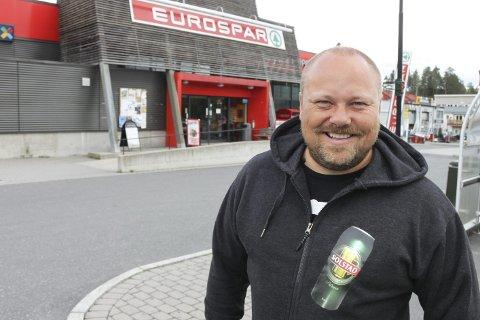 GRUNN TIL Å GLISE: Butikken til Tore Solstad, Eurospar Brokelandsheia i Gjerstad, har økt omsetningen med 13 prosent etter at Rema 1000 åpnet på andre siden av E 18.