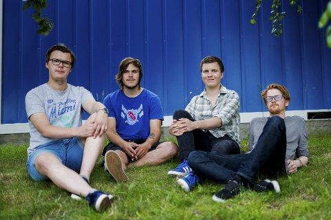 Asurblå progrockere: Lørdag kan du høre «Quip Azure» med Stian Andersen (23), Gøran Sagvollen (21), Erlend Skarvang (22) og Thomas Kirkhusmo (25) i Kunstparken.