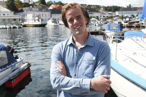 VIL GI UNGDOM TILBUD: Kim Daniel Jonassen (24) fra Risør har startet Risør Aktiv i samarbeid med Det Lille Hotel. I sommer tar han med ungdommer til Camp Skarvann med muligheter for å drive med en rekke aktiviteter gjennom en hel dag.