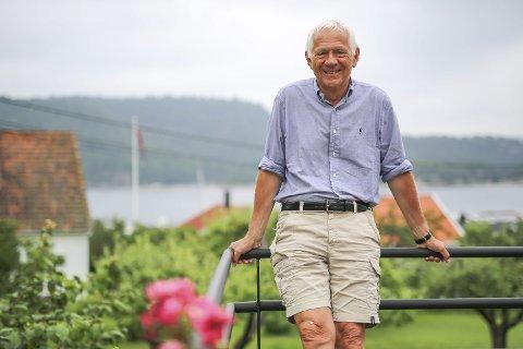 GJORT STAS PÅ: Victor Norman ble denne uka tildelt æresmedlemskap i Norges Handelshøyskoles Studentforening. Siden 1936 har bare 26 personer blitt tildelt medlemskapet. Bildet er tatt i Risør i sommer i anledning Normans 70-årsdag.