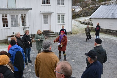 SØNDELED STORE: Stridens kjerne er veien igjennom gården Søndeled Store. Her fra da politikerne var på befaring på gården sist vinter.