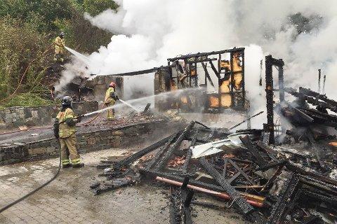 OVERTENT: Da brannvesenet kom til bolighuset i Gjerstad var det overtent. De fikk melding om brannen klokken 05.09 fredag morgen.