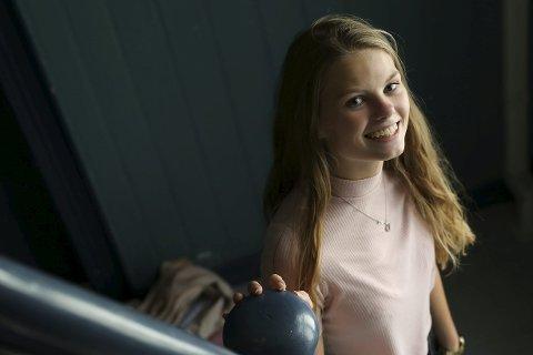 HOPPET I DET: Josefine Gjerde (17) var litt i tvil, men hun er glad for muligheten til å lede Grønn Ungdom Aust-Agder.
