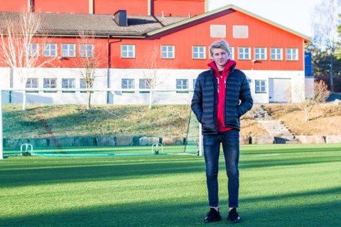 BEINA PÅ JORDEN: Fredrik Dørsdal (18) reiser til La Manga med Odds førstelag, men tar ikke av.