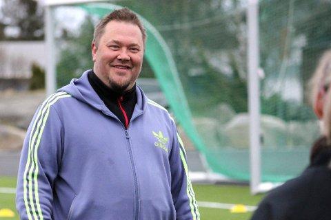– FANTASTISK GJENG: Det sier Terje Frøyna om de om lag 40 spillerne han trener i Risør. Han har hatt med seg Anders Fone som trener i år. Allerede mandag startet de oppkjøringen mot 2018-sesongen, der Risør skal ha ett lag i tredjedivisjon på full bane.