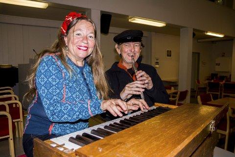 Musikalsk familie: Tone Hulbækmo og Hans Fredrik Jacobsen skal spille konsert på Frelsesarmeen med familiebandet. I juni ga de ut sin første plate «På snei».Foto: Juni wEndelin fAsting