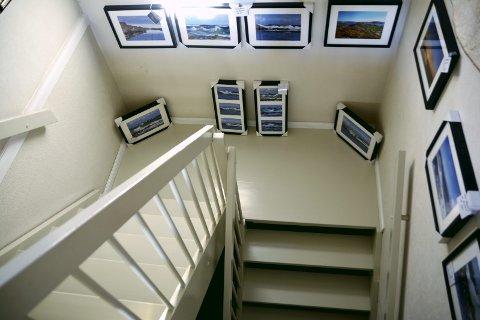 Trappegalleri: Trappa fungerte som galleri og overskuddet er allerede investert i bilder til ny utstilling.foto: privat
