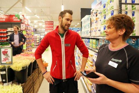 Butikksjef Kenneth Aslaksen og assisterende butikksjef Elisabeth Vegerstøl vet ikke hvor varaordføreren er fem minutter før åpning.