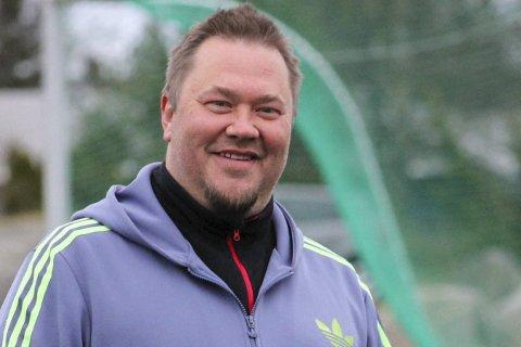 SØKER SPILLERE: Risør-trener Terje Frøyna går bredt ut når de nå søker etter flere spillere til elleversatsingen. De håper kvinner fra nabokommunene vil spille i grønt i 2018.