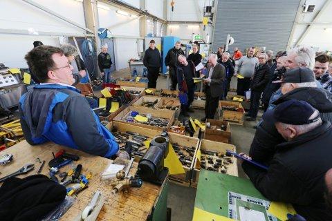 Kasser med verktøy: Frank Pols (til venstre), handlet Bandak-utstyr for rundt 600 000 tusen til sin bedrift.