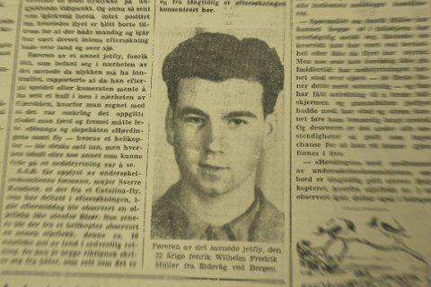 Borte: Aust-Agder Blad skrev om ulykken som skjedde utenfor Risør i 1955. Hva som skjedde med den 22 år gamle flygeren og flyet hans er fremdeles en gåte.Foto: AAB