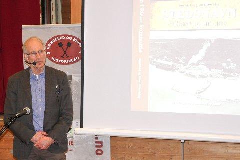 IMPONERT Botolv Helleland, som for tjue år siden holdt kurs i Risør. Fredag var han tilbake.