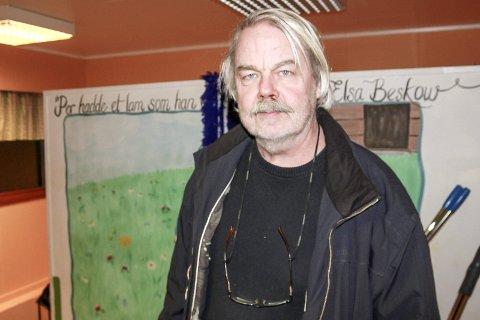 TROR IKKE PÅ PRIS: Forfatter og historiker Kjell-Olav Masdalen synes det er hyggelig å bli nominert til Sørlandets litteraturpris, som blir delt ut for 17. gang, men han har ingen tro på å vinne prisen. Han er en av tre nominerte i kategorien for sakprosa.