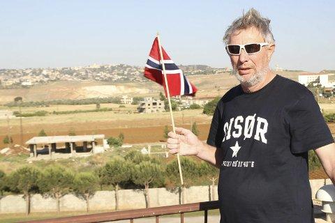 17. MAI I SØR: Øyvind Christoffersen har nesten to år som FN-soldat i Libanon. Den gangen var det blå hjelm og skuddsikker vest som var antrekket, nå er det t-skjorte fra Risør som er antrekket.