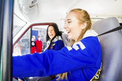 I helgen har risørrussen, med Silje Henriksen (19) og Frida Lovise Rolijordet (19) i forsetet, kjørt til landstreffet i Stavanger.