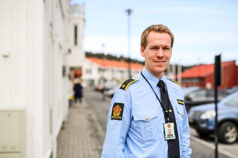 Politimann Steffen Wam Schneider jobber hovedsaklig på gjerstadkontoret.