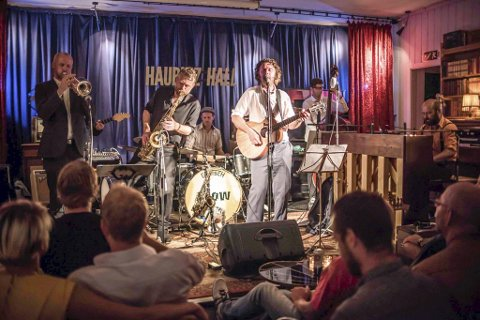 Klassisk: De sju medlemmene i Blow har til sammen 35 år musikalsk utdannelse. foto: Petter Sandell