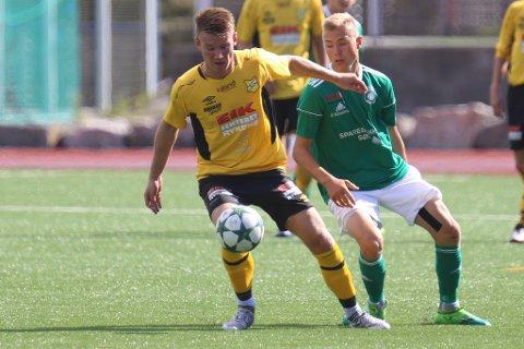 GA RISØR LEDELSEN: Christoffer Axelsen (i grønt), her mot Rygene forrige helg, scoret Risørs 1-0-mål mot Froland.