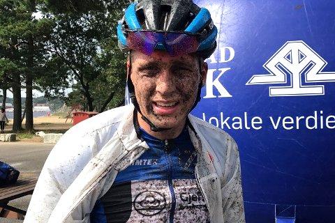 TIL TOPPS: En gjørmete gjersdøling etter å ha syklet til seier i ungdomsklassen og andreplass totalt i Hellersdalen Classic i Søgne.