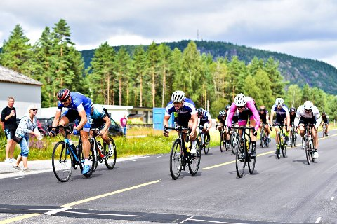 SPURTDUELL: Per Eskeland (til venstre) vant foran Alexander Sterk-Hansen (midten) og Erling Homme (til høyre).