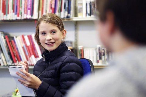PÅ JOBB: Eva Helene Sivertsen Melvin er ute på oppdrag for lokalavisen.