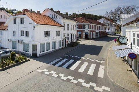 Nytt dekke: Torsdag kveld skal Krags gate i Risør sentrum bli asfaltert på nytt. Arbeidet vil ikke å over flere dager.Foto: Arkiv