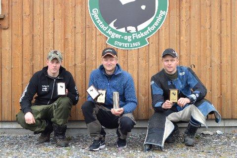 ALT FOR GJERSTAD: Terje Terjesen (t.v.), Svein Jørund Githmark (midten) og Marcus Langmyr skal i år konkurrere for Gjerstad JFF. Her etter finalen i Storfjellkarusellen i 2016.