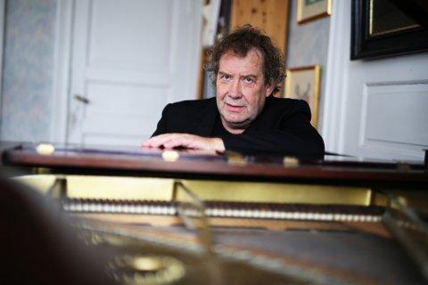 Ut i uendeligheten: Komponist Alfred Gammelsæter gleder seg til å høre sitt prisvinnende verk «Uccelli» bli framført av «Agder Camerata» i Risør kirke onsdag kveld.