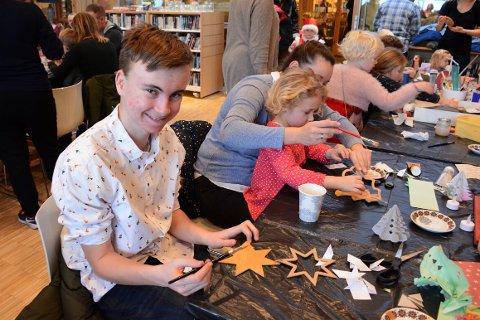Haakon Walstad laget mange finne ting på juleverksted.