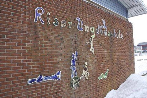 Kritisk: En sammenslåing av administrasjonen ved Risør ungdomsskole (bildet) og Risør barneskole er en dårlig idé, mener innsenderen. Foto: ARkiv