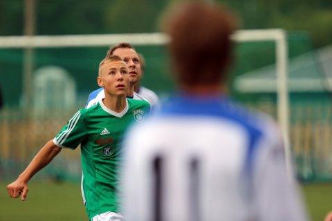 TOMÅLSSCORER: Christoffer Axelsen scoret begge Risørs mål mot Gulset, og han står nå med tre mål på lagets to første treningskamper i vinter.