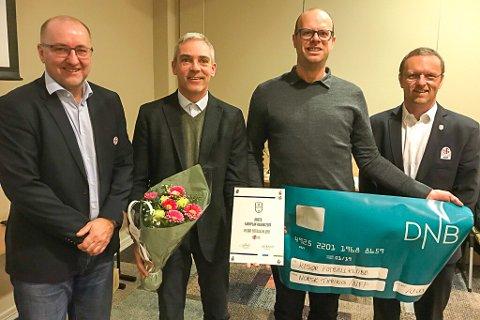 ANERKJENNELSE: Risør Fotballklubb fikk fair play-prisen i Agder. Fra venstre: Alf Hansen (direktør sportsavdelingen, NFF), Christian Axelsen (leder, Risør FK), Rune Norgaard (sportslig leder, Risør FK) og Arne Martinsen (styreleder, NFF Agder).