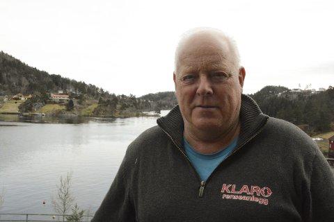 FORNØYD: Gründer og salgssjef hos Klaro renseanlegg, Bjørn Stiansen, har gjort et tappert forsøkt på å trappe ned på jobb, men egentlig jobber han på som aldri før. I år er målet å øke omsetningen i selskapet med hele 25 prosent.Foto: HPB