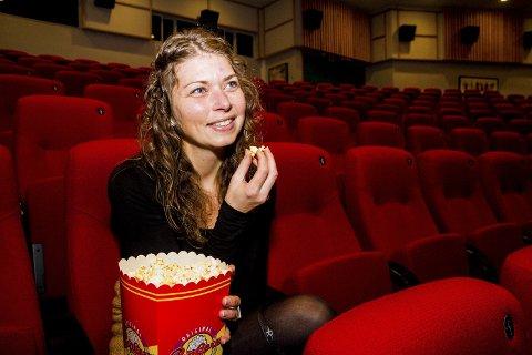 Snart blir hun en helt vanlig kinogjenger. Nå blir Elen Lauvhjell lærer på Risør barneskole, og kommunen jakter på hennes arvtaker på Risørhuset. Foto: Arkiv