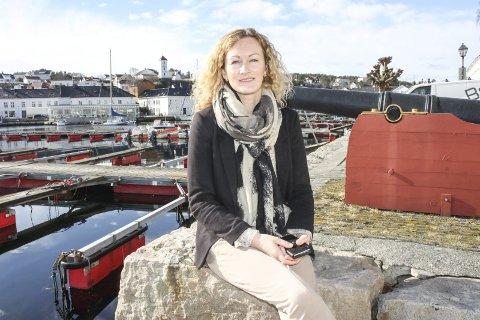 Silje Ibsen er leder av lokallaget i Utdanningsforbundet i Risør . Hun mener lekser er viktig, og at politikerne heller bør styrke skolene med flere pedagoger. Foto: arkiv