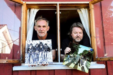 Gaute Haftor Sørensen og Jens Jørgen Lanes har hatt utstilling av plateomslag i Kunstparken. Nå er de hentet inn til Preus Museum for å lage utstilling under fotografiets dager.