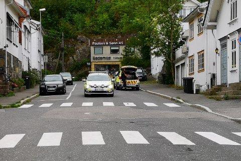 Politiet rykket ut etter skytelyder i Risør søndag ettermiddag.