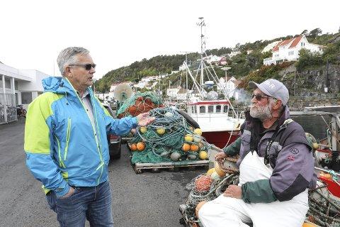 Blir ikke hørt: Lars Ole Røed (til venstre) og fisker Yngvar Aanonsen er ikke redde for å gå myndigheta imot når det gjelder sel, men de mener de ikke blir hørt. Andre fiskere, som en som fikk 27 sel på to trekk av garn, er redde for å fortelle at de får død sel i fangsten.foto: stig sandmo