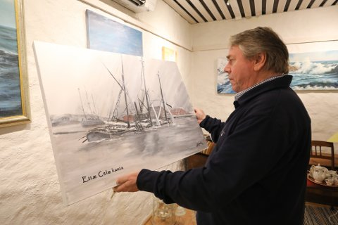 Tidsepoke: Billedkunstner Lars Nordal har ikke glemt sine røtter når han maler, slik som dette bildet som viser starten på en mørk periode for byen..