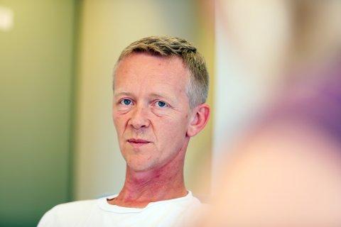 KRITISK: Magnus Stø Kittelsen mener bystyret og kommunen bør gå foran som et godt eksempel og ikke gjennomføre fysiske møter.