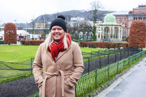 ENGASJERT FOR STUDENTER: Risør-jenta Hanne Pedersen har nok å gjøre ved siden av studiene, men mener det bare gjør henne mer effektiv.