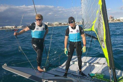 KARRIEREBESTE: Så høyt rangerer Tomas (t.v.) og Mads Mathisen 19. plassen i treningsregattaen på Mallorca.