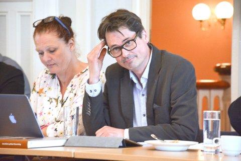 Arbeiderpartiets Paal Eckhoff Salvesen er kritisk til høyres mål om å måle administrasjonen i kommunen.