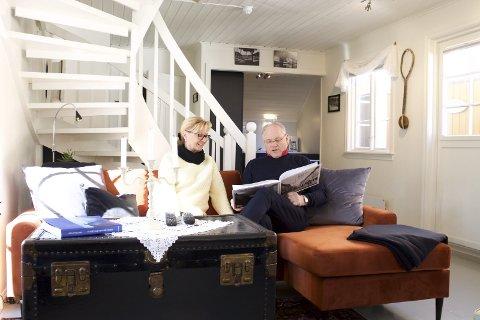 Stolt: Oddvar Halvorsen forteller at «Seilskutesuiten» trolig blir Det Lille Hotels siste suite som han bygger ut, her sammen med Kari Hannemyr.ALLE FOTO: mARIUS mORGAN hAGUEN