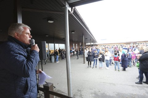 FØLGEFEIL: Rektor Erik Hjelmberg (t.v.) sier de ikke har vært gode nok i oppfølgningen av elever som har trengt det.Foto: Stig Sandmo / Arkiv