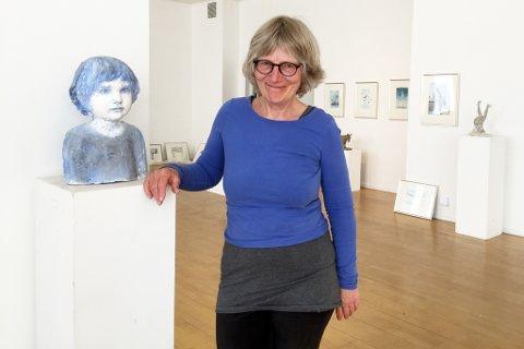 Kunstneren Nina Due gleder seg til åpning av utsillinga i kunstparken til lørdag.