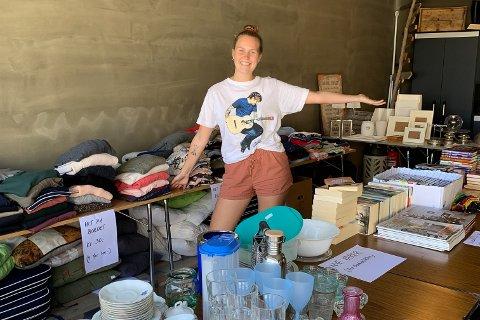 Ingrid Grimsland (20) har en garsje full med ting og tang hun vil selge, før hun legger ut på en lang reise i syv måneder.