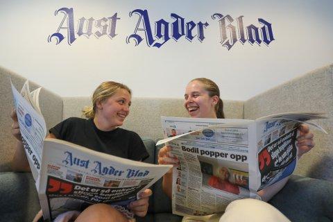 Pia Johansen (18) og Alexandra Mieszkowska (22) er årets sommervikarer i Aust Agder Blad.