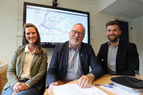 Samfunnsplanlegger Sigrid Hellerdal Garthe, ordfører Per Kr. Lunden og næringssjef Bård Birkedal orienterte torsdag formiddag om avtalen.